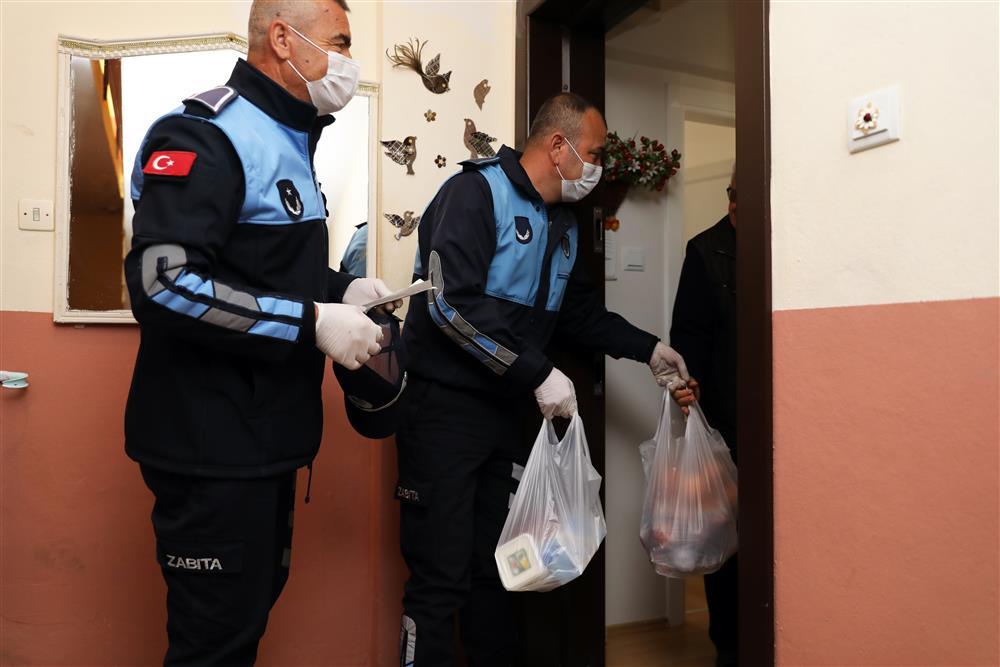 В Аланье подвозят продукты и лекарства жителям старше 65 лет